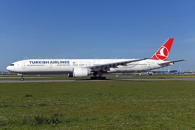 Turkish Airlines Boeing 777-3F2 ER TC-LJG (msn 44128) AMS (Ton Jochems). Image: 950088.
