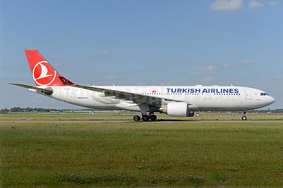 Turkish Airlines Airbus A330-223 TC-LNA (msn 874) AMS Ton Jochems). Image: 939963.