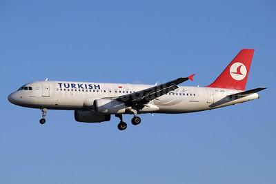 Turkish Airlines Airbus A320-232 TC-JPD (msn 2934) GVA (Paul Denton). Image: 937725.