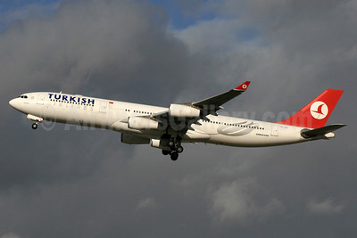 Turkish Airlines Airbus A340-313 TC-JIH (msn 270) LHR (SPA). Image: 937133.
