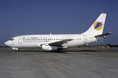 Aerosweet Airlines (AeroSvit Airlines) Boeing 737-2L9 UR-BFA (msn 21685) KBP (Rolf Wallner). Image: 942750.