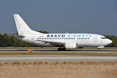 Bravo Airways (Ukraine) Boeing 737-548 UR-CGY (msn 25737) AYT (Ton Jochems). Image: 943695.