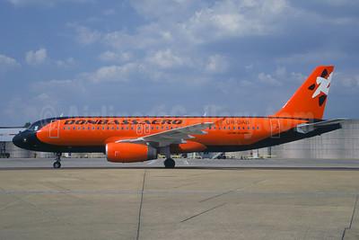 Donbassaero Airlines Airbus A320-231 UR-DAB (msn 230) LGW (Christian Volpati). Image: 906630.
