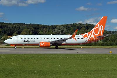 SkyUp Airlines Boeing 737-8Z0 SSWL UR-SQG (msn 30071) ZRH (Rolf Wallner). Image: 950590.