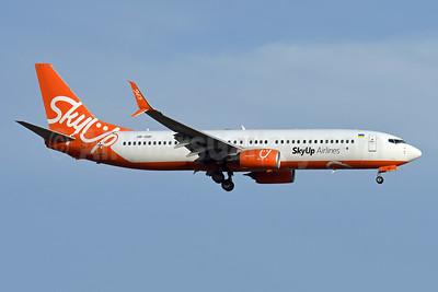 SkyUp Airlines Boeing 737-8H6 SSWL UR-SQF (msn 40151) BCN (Karl Cornil). Image: 947461.