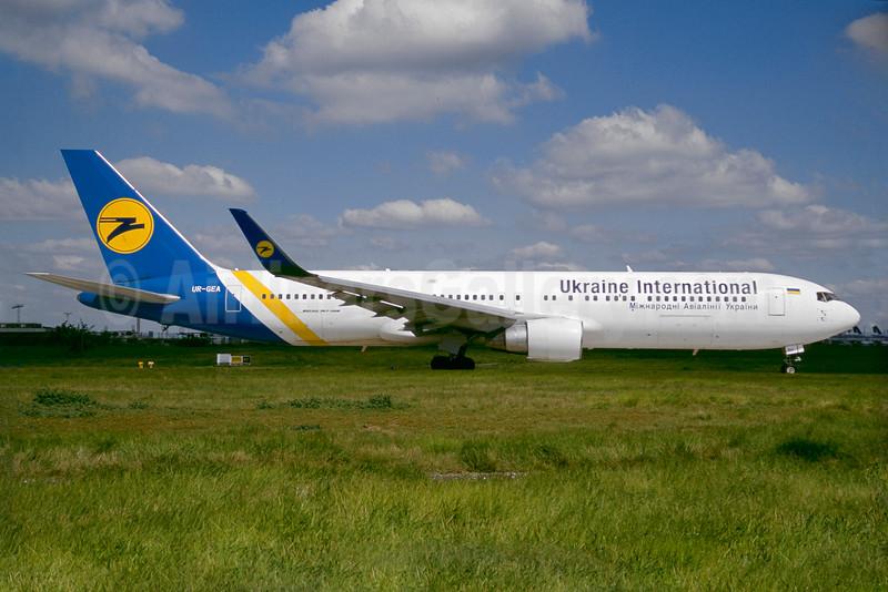 Ukraine International Airlines Boeing 767-322 ER WL UR-GEA (msn 25280) ORY (Jacques Guillem). Image: 935340.
