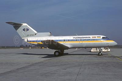 Yuzhmashavia Yakovlev Yak-40K UR-87951 (msn 9810957) PRG (Christian Volpati Collection). Image: 952396.