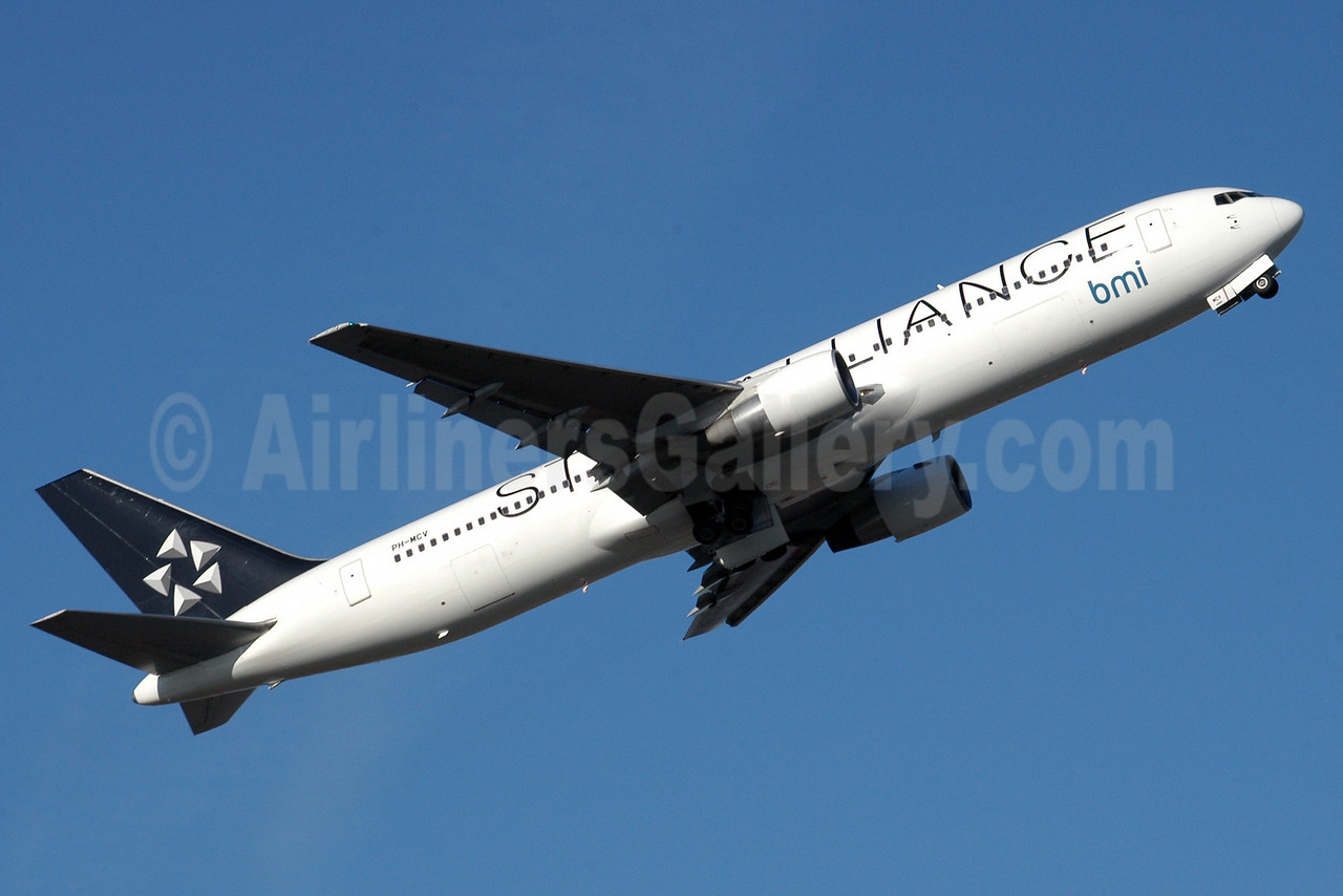 bmi (British Midland International) (Arkefly) Boeing 767-31A ER PH-MCV (msn 27619) (Star Alliance) MAN (Rob Skinkis). Image: 912332.