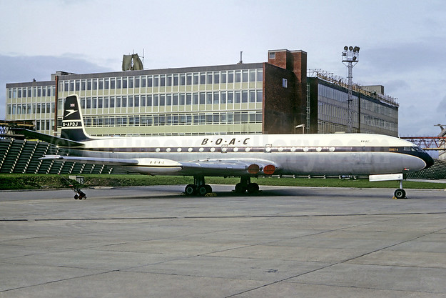 BOAC (British Overseas Airways Corporation) de Havilland DH.106 Comet 4 G-APDJ (msn 6429) LHR (Jacques Guillem Collection). Image: 933527.