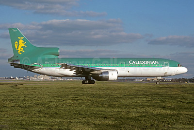 Caledonian Airways (2nd) Lockheed L-1011-385-1-14 TriStar 100 G-BBAF (msn 1093) (Aer Lingus colors) LGW (Christian Volpati Collection). Image: 921676.
