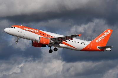 easyJet (UK) Airbus A320-214 G-EZWD (msn 5249) LGW (Richard Vandervord). Image: 954950.