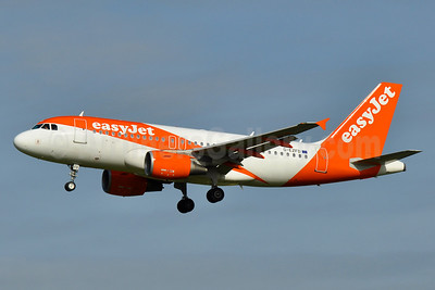 easyJet (UK) Airbus A319-111 G-EZFD (msn 3810) AMS (Tony Storck). Image: 938751.