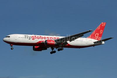Flyglobespan.com (Globespan Airways) Boeing 767-306 ER G-SPNA (msn 27957) LGW (Antony J. Best). Image: 904333.