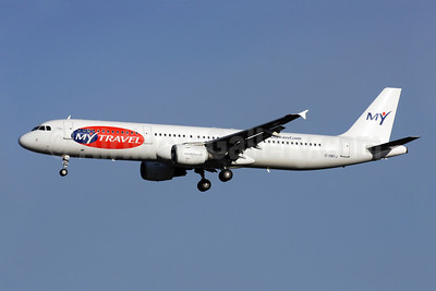 MyTravel Airways (UK) Airbus A321-211 G-OMYJ (msn 677) LGW (Antony J. Best). Image: 902161.