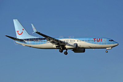 TUI Airways (UK) Boeing 737-8KS SSWL G-TAWH (msn 38107) LGW (Keith Burton). Image: 941214.