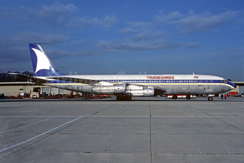 Tradewinds Airways (UK) Boeing 707-321C G-BGIS (msn 18717) (Scimtar Airlines colors) LGW (Christian Volpati Collection). Image: 913211.