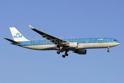 KLM Royal Dutch Airlines Airbus A330-303 PH-AKE (msn 1381) YYZ (TMK Photography). Image: 923346.
