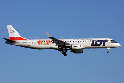 LOT Polish Airlines Embraer ERJ 190-200LR (ERJ 195) SP-LNB (msn 19000444) (Polska - Move Your Imagination) LHR (Terry Wade). Image: 933853.