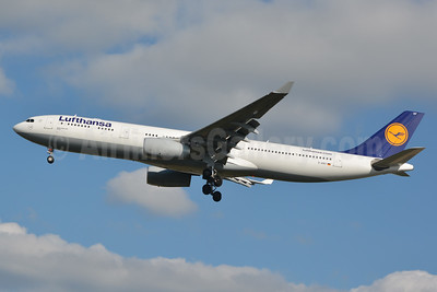 Lufthansa Airbus A330-343 D-AIKF (msn 642) CLT (Jay Selman). Image: 403078.