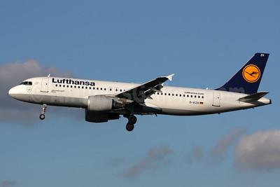 Lufthansa Airbus A320-214 D-AIZH (msn 4363) LHR (SPA). Image: 933649.