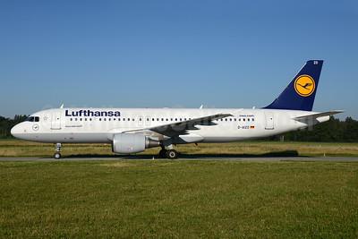 Lufthansa Airbus A320-214 D-AIZO (msn 5441) ZRH (Rolf Wallner). Image: 933784.