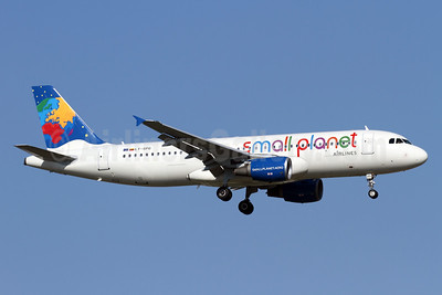 Small Planet Airlines (Lithuania) Airbus A320-214 LY-SPG (msn 1041) AYT (Andi Hiltl). Image: 933731.