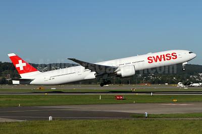 Swiss International Air Lines Boeing 777-3DE ER HB-JNF (msn 44587) ZRH (Andi Hiltl). Image: 934485.