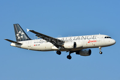 Swiss International Air Lines Airbus A320-214 HB-IJM (msn 635) (Star Alliance) ZRH (Paul Bannwarth). Image: 933105.