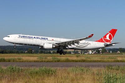 Turkish Airlines Airbus A330-303 TC-JOK (msn 1642) ZRH (Andi Hiltl). Image: 933873.
