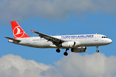 Turkish Airlines Airbus A320-232 TC-JUE (msn 2156) ZRH (Paul Bannwarth). Image: 933875.
