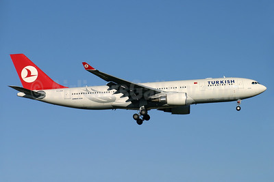 Turkish Airlines Airbus A330-203 TC-JNB (msn 704) LHR (Antony J. Best). Image: 933878.