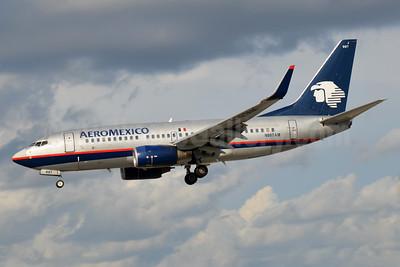 AeroMexico Boeing 737-76Q WL N997AM (msn 30283) MIA (Bruce Drum). Image: 104440.