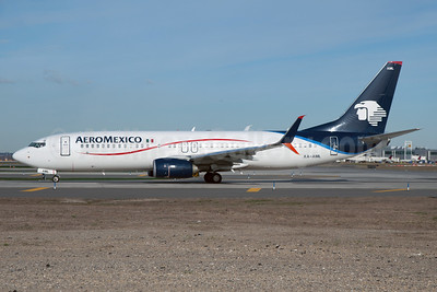 AeroMexico Boeing 737-852 SSWL XA-AML (msn 36707) JFK (Fred Freketic). Image: 935509.