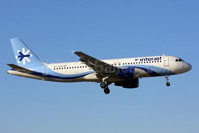 Interjet Airbus A320-214 XA-JAV (msn 5221) MIA (Brian McDonough). Image: 910785.