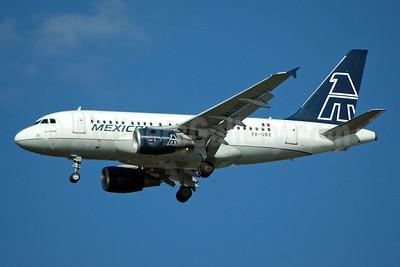 Mexicana Airbus A318-111 XA-UBZ (msn 2575) JFK (Bruce Drum). Image: 100444.