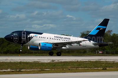 Mexicana Airbus A318-111 XA-UBY (msn 2552) CUN (Rurik Enriquez). Image: 903221.