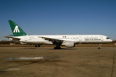 Mexicana Boeing 757-2Q8 N755MX (msn 24964) MSP (Greg Drawbaugh). Image: 932949.