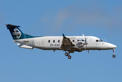 Air New Zealand Link-Eagle Airways Beech (Raytheon) 1900D ZK-EAH (msn UE-431) AKL (Colin Hunter). Image: 907960.