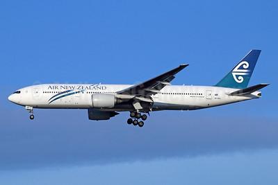 Air New Zealand Boeing 777-219 ER ZK-OKD (msn 29401) NRT (Michael B. Ing). Image: 928706.