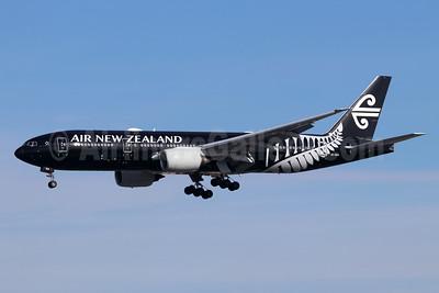 Air New Zealand Boeing 777-219 ER ZK-OKH (msn 34379) (All Blacks) LAX (Michael B. Ing). Image: 945274.
