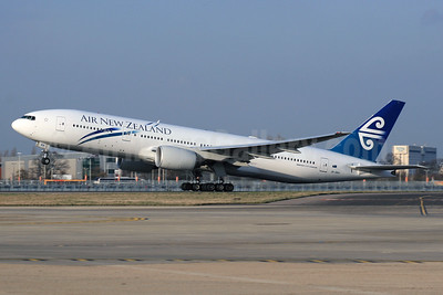Air New Zealand Boeing 777-219 ER ZK-OKH (msn 34379) LHR (SPA). Image: 937016.