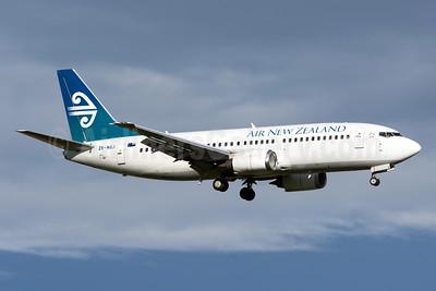 Air New Zealand Boeing 737-319 ZK-NGJ (msn 25609) AKL (Colin Hunter). Image: 928703.