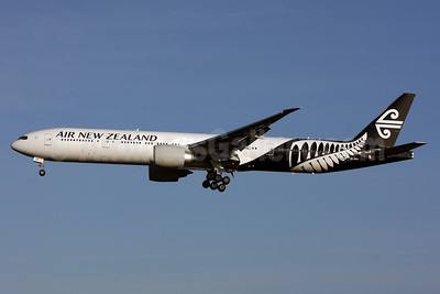 Air New Zealand Boeing 777-319 ER ZK-OKR (msn 44546)  LHR (SPA). Image: 926077.