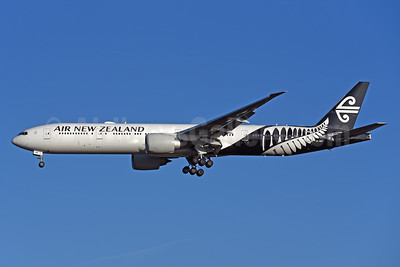Air New Zealand Boeing 777-319 ER ZK-OKP (msn 39041) LHR (Rolf Wallner). Image: 941395.