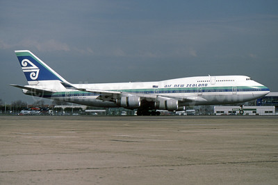 Air New Zealand Boeing 747-419 ZK-NBU (msn 25605) LHR (SPA). Image: 940935.