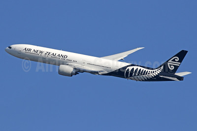 Air New Zealand Boeing 777-319 ER ZK-OKS (msn 44547) LHR (SPA). Image: 934886.