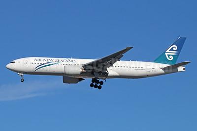 Air New Zealand Boeing 777-219 ER ZK-OKD (msn 29401) LAX (Michael B. Ing). Image: 928705.