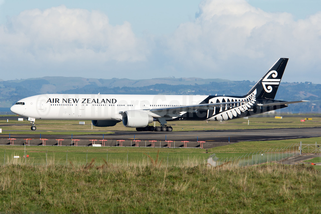 First 777-300 in the white version of the 2013 livery