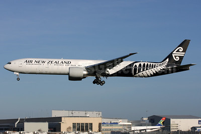 Air New Zealand Boeing 777-319 ER ZK-OKR (msn 44546)  LHR (Antony J. Best). Image: 925997.