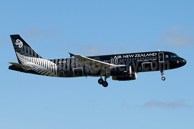 Air New Zealand Airbus A320-232 ZK-OJR (msn 4884) (All Blacks-Crazy about Rugby) AKL (Colin Hunter). Image: 907959.